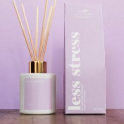 LITTLE SECRETS Less stress home fragnance – Αρωματιστής χώρου σε stick με άρωμα λεβάντας